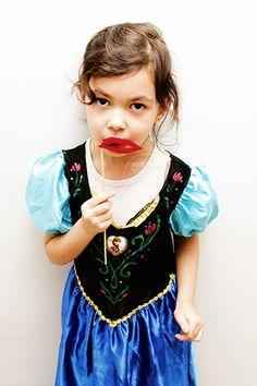 #enfant #fille #girl #photo #photographeenfant #princesse #portrait #déguisement #robe #dresse #shootingenfants