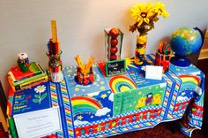 TABLESCAPE: Focus Table Back to School By Amanda Keaton