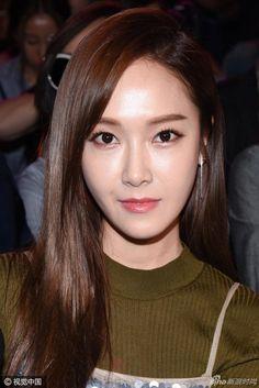 Ngẩn ngơ trước dung nhan không tì vết của Jessica tại show Vera Wang - Ảnh 7.