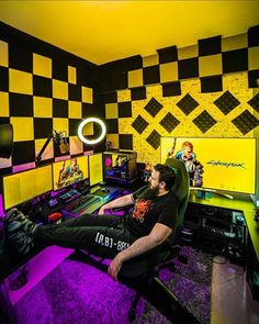 💛💜 Rate this setup 1-100!!! Comment down below ⬇️ Via 📸 mystagaming Check out gamingapt300.com for accessories, decor, and posters for your gaming room!  #gamer #gaming #geforce #razer #pc #gamingpc #pcsetup #funkopop #pcmr #pcmasterrace #instatech #watercooling #gamingislife #gamingcommunity #gamerforlife #nvidia #rgb #twitchstream #popfunko #ps4 #gaminglife #watercooled #monitor #streamer #twitchstreamer #pcgaming #gamingsetups #gamingsetup #pcgamer #gamerpc
