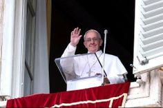 """En la primera audiencia general del tiempo pascual, el Pontífice insistió en la pregunta del Ángel a las mujeres: """"¿Por qué buscan entre los muertos al que ..."""
