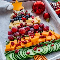Christmas Party Menu, Best Christmas Appetizers, Fruit Christmas Tree, Christmas Cheese, Christmas Snacks, Christmas Breakfast, Homemade Christmas, Happy Foods, Holiday Recipes