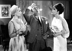 """ΛΙΛΗ ΠΑΠΑΓΙΑΝΝΗ, ΔΙΟΝΥΣΗΣ ΠΑΠΑΓΙΑΝΝΟΠΟΥΛΟΣ, ΤΖΕΝΗ ΚΑΡΕΖΗ στο """"ΔΕΣΠΟΙΝΙΣ ΔΙΕΥΘΥΝΤΗΣ"""" του ΝΤΙΝΟΥ ΔΗΜΟΠΟΥΛΟΥ 1964"""