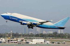 Here are picture collection of strange, unusual and weird airplane or aircraft, you will surely like. Plane Photos, Military Pictures, Hair Raising, Boeing 747, Picture Collection, Amsterdam, Automobile, Weird, Aircraft