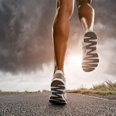Become the best and fastest runner you can by picking up our top habits for runners. Learn tips such as how to hydrate, running a negative split, running at varied hours and proper running form.