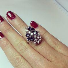 Saying bye to this #beauty #justsold #1970s #sapphire #diamonds #ring #legioiedifunaro #shoponline #antiquejewellery #jewellery #antiques #gioielleria #gioielliantichi #anello