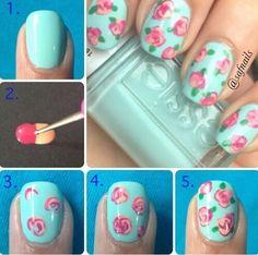 Flores, flores y más flores, les dejamos un hazlo tu misma para adornar sus uñas en Primavera