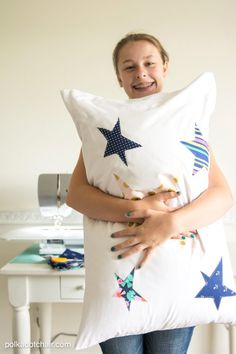 Resources for sewing projects for kids, and a free sewing tutorial for a decorated pillowcase projects. A fun summer sewing project for teens Bag Patterns To Sew, Sewing Patterns Free, Free Sewing, Crocheting Patterns, Sewing Stitches, Free Knitting, Hand Sewing, Sewing Hacks, Sewing Tutorials