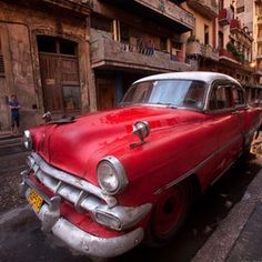 Red Chevy - A beautiful dawn in Havana after a night of rain - Kah Kit Yoong Art Wolfe, Cuba Cars, National Geographic Images, Old American Cars, Havana Nights, Vintage Shabby Chic, Amazing Nature, Cadillac, Old School
