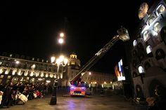 I pompieri aprono la finestra del calendario dell'Avvento in piazza Castello #torino @Natale a Torino #natale #christmas