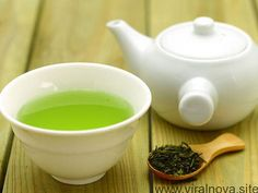 Remedies For Water Retention Does Green Tea Help Reduce Water Retention? Check this out! - Is green tea good for water retention? Yes, tea is good helps reduce water retention. Choose tea to preventing water retention naturally. Colon Irritable, Water Retention Remedies, Green Tea For Weight Loss, Cholesterol Lowering Foods, Cholesterol Levels, Cholesterol Symptoms, Green Tea Benefits, Detox Drinks, Superfoods