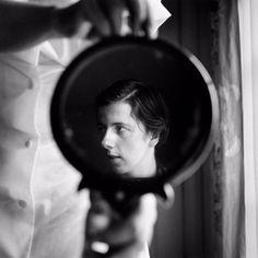 Las imágenes de Vivian Maier hablan de la sensibilidad de quien se aísla del mundo para refugiarse en la belleza del mundo inadvertido e incomprendido.