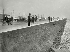 Galveston sea wall around 1905 Galveston Seawall, Galveston Texas, Galveston Island, Galveston Hurricane, Texas Hurricane, Texas Usa, Dallas Texas, Austin Texas, Texas History
