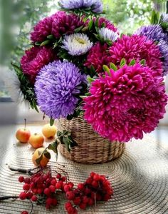 Beautiful Fruits, Beautiful Flowers, Flower Vases, Flower Arrangements, Corporate Flowers, Birthday Cards For Men, Planting Flowers, Orchids, Floral Wreath