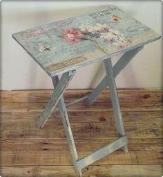 """Vecchi tavolini e sgabelli che diventano capolavori Shabby….. Girovagare per le """"rotte"""" del web mi porta quasi sempre a delle piacevoli sorprese che non posso fare a meno di condividere con voi. Questa è la volta di un'ampia carrellata sulle possibili soluzioni e possibili trasformazioni di oggetti che ci sono familiari, come tavolini fissi e ... Leggi ancora"""
