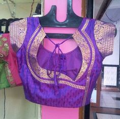 blouse designs instead of opting for the normal done-to-death blouse back necks with borders try something fresh and fabulous, Skim through this list of trendy blouse back nek designs w Patch Work Blouse Designs, Simple Blouse Designs, Blouse Back Neck Designs, Stylish Blouse Design, Designer Blouse Patterns, Fancy Blouse Designs, Kerala Saree Blouse Designs, Blouse Designs Catalogue, Blouses