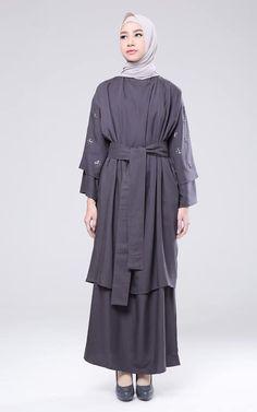 Double Layer Kaftan Modern Hijab Fashion, Batik Fashion, Abaya Fashion, Modest Fashion, Dress Muslim Modern, Muslim Long Dress, Modest Dresses, Simple Dresses, Pretty Dresses