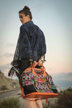 the Perfect Weekender nenaandco.com, I would take this bag everywhere!
