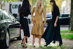 Welcome to Paris Fashion Week, where black is always a safe bet, with some of the more adventurous street style stars opting for bold, primary hues and sparkle. Street Style, Cool Street Fashion, Star Fashion, Paris Fashion, Welcome To Paris, Ootd, Bridesmaid Dresses, Wedding Dresses, Paris Street