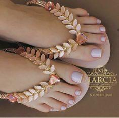 Beautiful Sandals, Cute Sandals, Flip Flop Sandals, Denim Shoes, Sock Shoes, Leather Converse, Decorating Flip Flops, Bling Shoes, Foot Toe