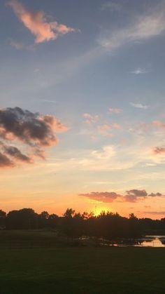 Pretty Sky, Beautiful Sunset, Beautiful World, Sky Gif, Sunset Wallpaper, Sky Aesthetic, Sunset Sky, Amazing Nature, Aesthetic Wallpapers