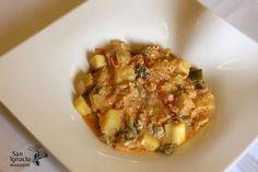 Imagen: www.restaurantesanignacio.com Necesitamos 6 calabacines 3 pimientos verdes rojo cortado en trozos 1 patata 1/2 cebolla 200...