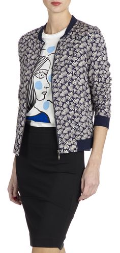 I LOVE This bomber jacket with the fun graphic tee underneath. I'd have no idea how to combine these but it embraces by artistic side and can be easily paired with a skirt or pants! Blouson Teddy, Casual Outfits, Fashion Outfits, Womens Fashion, Mode Shop, Couture, African Fashion, Blazers, Jackets For Women