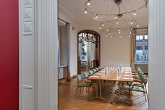 """Guests at Hotel Schloss Schweinsburg have access to the classical """"Castell"""" restaurant, the """"Schlosskeller"""" cellar and the event and function area in the castel building. The """"Castell"""" restaurant at Hotel Schloss Schweinsburg offers you fresh, seasonal cuisine from the Saxon region."""