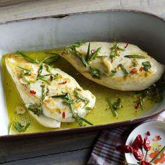 Noch würziger schmeckt es, wenn das Fleisch vor dem Braten ca. 2 Std. in der Würzmischung mariniert. Dazu passen Rosmarinkartoffeln und Weißbrot.