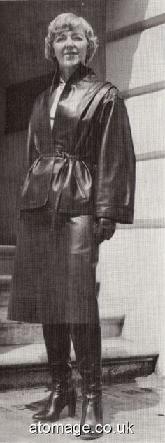 Helen Henley in stylish black Leather Fetish Fashion, 70s Fashion, Vintage Fashion, Long Leather Coat, Leather Gloves, Black Leather, Vintage Boots, Vintage Leather, Rubber Raincoats