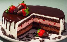 Δροσερή τούρτα με πραλίνα και φράουλα που θα αποτελέσει το αγαπημένο επιδόρπιο για μικρούς και μεγάλους. Party Desserts, Dessert Recipes, Cookbook Recipes, Cooking Recipes, Lila Pause, Greek Sweets, Good Food, Yummy Food, Types Of Cakes