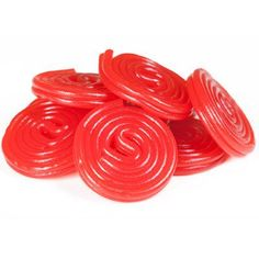 Adults and children alike won't be able to resist unfurling our Haribo red licorice wheels! These little red candies can be enjoyed two ways: as a tightly wound Christmas Snacks, Christmas Baking, Sunkist Fruit Gems, Yummy Treats, Sweet Treats, Red Licorice, Chocolate Covered Treats, Homemade Candies, Edible Gifts