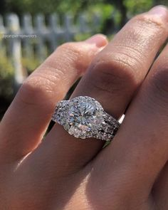 42 Top Round Engagement Rings: Best Rings Ideas %%page%% %%sep%% %%sitename%% Round Halo Engagement Rings, Classic Engagement Rings, Diamond Wedding Bands, Wedding Rings, Round Cut Diamond Rings, Diamond Ring Settings, Rings Cool, Anniversary Rings, Or Rose