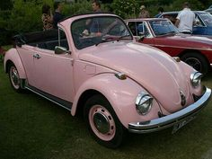 Volkswagen Beetle (Pink) Convertible & Girly Cars for Female Drivers! Love Pink Cars & It& the dream car for every girl ALL THINGS Pretty Cars, Cute Cars, Vw Coccinelle Cabriolet, Pink Beetle, Beetle Bug, Volkswagen Beetle Vintage, Volkswagen Golf, Carros Vintage, Combi Wv