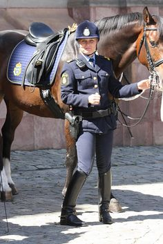 Police Cops, Female Police Officers, Police Uniforms, Majestic Horse, Beautiful Horses, Swedish Police, Female Cop, Blue Line Police, Disco Fashion