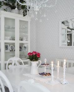 Sydämen lämpöä pakkaspäivään ❤️❄️❤️❄️ #myhome #mitthem #omakoti #maalaisromanttinen #shabby_chichomes #shabbychic #finahem #skönahem #hem_inspiration #roses #candles #homesweethome #interior #interior123 #interior125