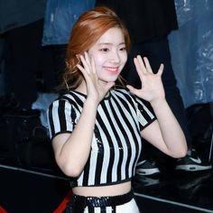 [161119] TWICE Dahyun @ Melon Music Awards 2016 #twice #트와이스 #나연 #정연 #모모 #사나 #지효 #미나 #다현 #채영 #쯔위 #nayeon #jeongyeon #momo #sana #jihyo #mina #dahyun #chaeyoung #tzuyu #ONCE #TWICEONCE #ONCETWICE # #twicejyp #jypentertainment #kpop #melonmusicawards #mma
