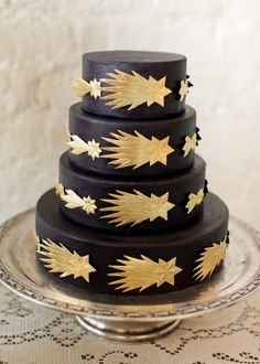 I don't like the gold stars but I love the idea of a black wedding cake with some other design on it