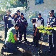 Estamos en la primera #forestación del día  hoy visitaremos una secundaria y una primaria #Tijuana