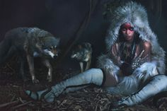 Rihanna turns up to be the world`s wildest style icon nowadays, coming alive in a cimmerian jungle, along two hostile wolves, proudly wearing Donna Karan New York costume; Ashley Lloyd headdres; Amrapali ruby and diamond ear cuffs; Meadowlark septum ring; Stephen Dweck sterling silver and that gorgeous pyrite necklace. With the looks of a gloomy enchantress, she really seems to put the right amount of darkness in that bad gal style.