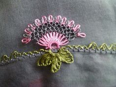 This Pin was discovered by HUZ Needle Tatting, Needle Lace, Bobbin Lace, Crazy Quilt Stitches, Needlepoint Stitches, Needlework, Crochet Butterfly, Crochet Flowers, Tatting Patterns