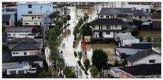 #jepang Ratusan Orang Terjebak Banjir di Jepang.Tim penyelamat berupaya mencari ratusan warga yang terjebak banjir dalam banjir di perfektur Ibaraki dan #Tochigi #Jepang, sepanjang Kamis (10/9/2015) malam. Setidaknya satu orang dinyatakan tewas akibat tanah #longsor yang menerjang rumahnya di Kota #Kanuma Tochigi. Dua puluh orang masih hilang setelah Sungai #Kinugawa River di dekat kota #Joso meluap, menghanyutkan mobil-mobil dan menghancurka