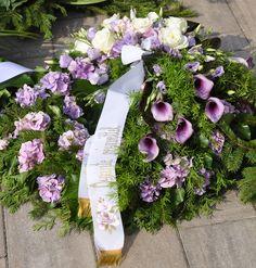 Egy temetés koszorúi Casket Sprays, Funeral Flowers, Floral Wreath, Minden, Wreaths, Beautiful, Decor, Floral Crown, Decoration