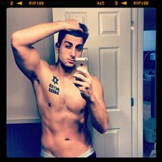 """""""Jesse is showing off body"""" says Jeana.Is this really a Disrespectful Picture.@jessewelle"""