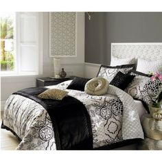 - Elizabeth Hurley Azar Bedding Ebony: Black & white is stylish and current season on season and this year has seen no exception.