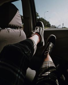 Last 26 days with my brother While he's still here I'll make him my foot rest. Also coz I need more leg room hehehehe. Vsco Pictures, Insta Pictures, Black Girl Art, Art Girl, Creative Instagram Stories, Instagram Story, Mode Ulzzang, Ios 7 Wallpaper, Cute Panda