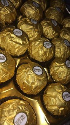 Ferrero - Food and Drink Snap Food, Food Snapchat, Tumblr Food, Chocolate Lovers, Food Cravings, Food Menu, Junk Food, Food Photo, Food Pictures