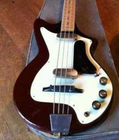 24 Finest Bass Guitar Volume And Tone Pot Bass Guitar With Amp Starter Kit Vintage Bass Guitars, Vintage Electric Guitars, Guitar Shop, Cool Guitar, Learn Acoustic Guitar, Red Electric Guitar, Heavy Metal Guitar, Music Machine, Guitar Collection