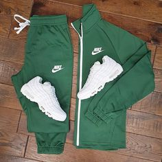 No photo description available. Dope Outfits For Guys, Swag Outfits Men, Stylish Mens Outfits, Tomboy Outfits, Teenager Outfits, Casual Outfits, Nike Outfits For Men, Hype Clothing, Mens Clothing Styles