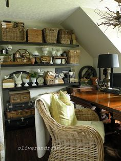 Oliver and Rust: Back to office again - idea for living room wall Office Nook, Office Decor, Home Office, Attic Office, Office Ideas, Ideas Para Organizar, Vintage Office, Wicker Furniture, Decoration